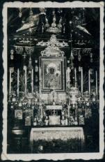 Ołtarz z obrazem Matki Bożej Jasnogórskiej.