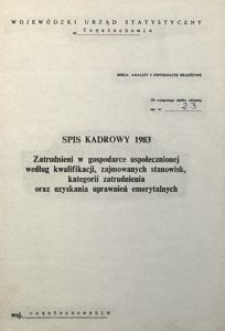 Spis Kadrowy 1983. Zatrudnieni w gospodarce uspołecznionej wg kwalifikacji, zajmowanych stanowisk, kategorii zatrudnienia oraz uzyskania uprawnień emerytalnych