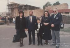 Katowice, ul. Gdańska. Lidia Ogrodzińska (pierwsza od lewej), Jerzy Kukuczka, Maciej Kukuczka, Cecylia Kukuczka, dr Michał Gliński