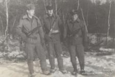 Jerzy Kukuczka (pierwszy od lewej) z kolegami z wojska