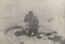 """Katowice, Wełnowiec,""""Alpy""""1 stycznia 1963 r.Jerzy Kukuczka podczas zabawy w Indian"""