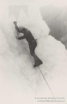 Lata 70. XX w. Jerzy Kukuczka w oblodzonej ścianie w Alpach