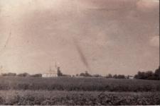 Skwarzawa. Widok na kościół, przed 1928 r.