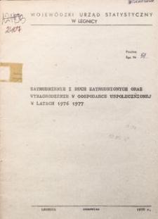 Zatrudnienie i ruch zatrudnionych oraz wynagrodzenie w gospodarce uspołecznionej w latach 1976 i 1977