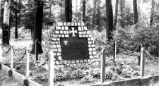 Ćwiklice - pod lasem zbiorowa mogiła 60 żołnierzy polskich, którzy zginęli 2 września 1939r.