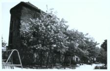 Głubczyce. Baszta przy ulicy Ratuszowej. Widok od strony osiedla mieszkaniowego. Strona południowa.