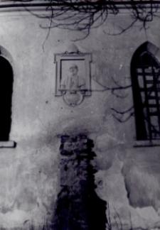 Brzeżany. Kaplica cmentarna z nagrobkiem ks. infułata Bronisława Limanowskiego (1873-1930), lata międzywojenne.