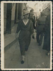 Brzeżany. Zdjęcia kobiet na ulicach brzeżańskich, lata 30. XX w.