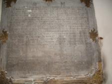 Brzeżany. Kamienna tablica z wyrytą historią kościoła.