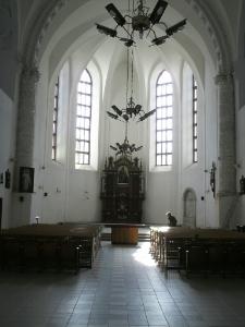 Brzeżany. Wnętrze fary brzeżańskiej z ołtarzem z Kuropatnik.