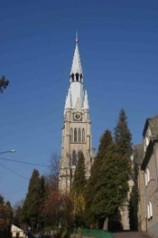 Branice. Wieża kościoła parafialnego pw. Wniebowzięcia Najświętszej Marii Panny.