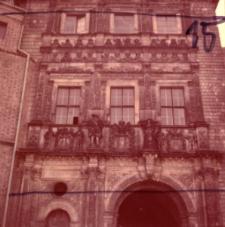 Brzeg. Zamek Piastów Śląskich, fasada bramy zamkowej. Lata 80. XX.