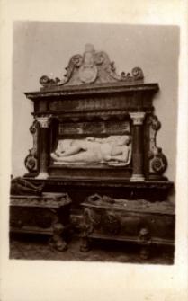 Brzeżany. Kaplica zamkowa z sarkofafiem Jana Sieniawskiego, najmłodszego syna Mikołaja.