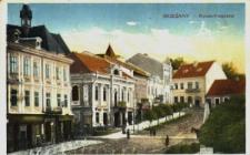 Brzeżany. Rynek, leżący w trójkącie fara-ratusz-cerkiew, określany było jako korso, ulubiony plac spotkań młodzieży.