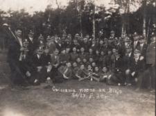Koło weteranów powstań śląskich na ćwiczeniach nocnych za Bizją w 1934 r.