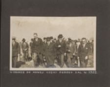 W drodze do nowej części ogrodu założonego w 1932 roku