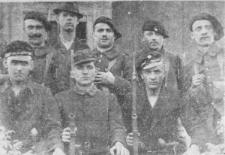 Członkowie Oddziałów Młodzieży Powstańczej