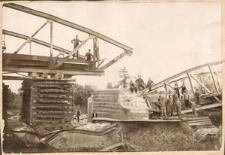 """Most nad Odrą pod Czarnowąsami, wysadzony w nocy z 2/3 maja 1921 przez grupę Wawelberga w czasie akcji """"Mosty"""""""