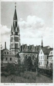 Branice. Kościół pw. Wniebowzięcia Najświętszej Marii Panny oraz szkoła katolicka.