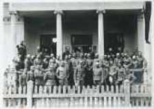 Brzeżany. Austriaccy oficerowie na terenie koszar, przed 1916 r.