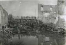 Brzeżany. Wysadzony most przed zamkiem Sieniawskich, przed 1916 r.