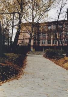 Budynek Miejskiej Szkoły Podstawowej Nr 10 w Piekarach Śl. przy ul. Armii Krajowej 2