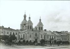 Brzeżany. Cerkiew prawosławna pw. Świętej Trójcy na rynku.