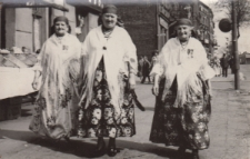 Kobiety z Piekar Śląskich w ludowych strojach śląskich