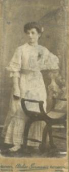 Portret młodej kobiety najprawdopodobniej z Piekar Śląskich lub okolic
