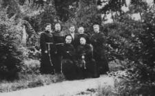 Ojciec Ansgary Malina w towarzystwie pana Wincentego Szeji i innych zakonników w Panewnikach