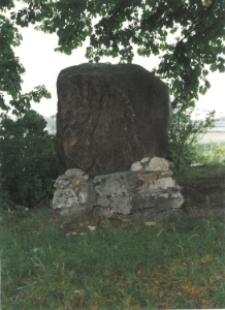 Obelisk pochodzący z dawnej strzelnicy Bractwa Kurkowego w Szarleju