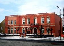 """Głubczyce. Budynek przy ulicy Dworcowej. Obecnie Dom Pomocy Społecznej """"Kombatant"""", 2010 r."""