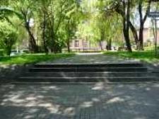 Głubczyce. Widok na skwerek przy Placu Armii Krajowej, 2004 r.