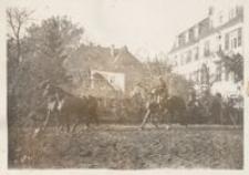 P. L. Malhomme - paźdz. 31 r. - Powożenie końmi z konia w ogrodzie Konsulatu Gen. w Opolu