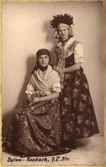 Pp. Marja i Helena Kurczówne w strojach rozbarskich