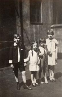 Kazio Figwer, Danusia i Zosia Mocówne i Jerzyk Skórski
